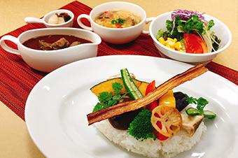 じっくり煮込んだ欧風カレー 秋野菜と牛スジカレーライス